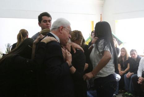Los familiares lloran la partida del doctor Pedro Rivero Mercado