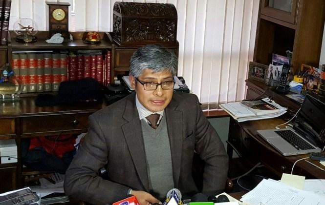 Exministro de Gobierno presenta querella penal contra Zapata por calumnia