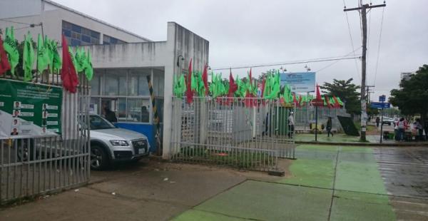 Partes de las instalaciones universitarias de la Uagrm lucen abanderadas por la pugna electoral