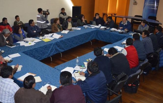Magisterio rural se desmarca del paro de la COB en defensa de Enatex y garantiza clases para el lunes