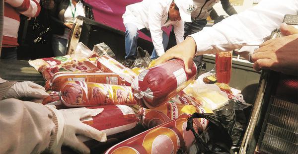 Durante la jornada de ayer se decomisó alrededor de 50 kg de embutidos y 25 bolsas de papas en La Ramada