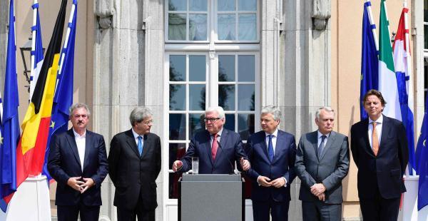 El ministro de Relaciones Exteriores de Luxemburgo , Jean Asselborn , de Italia canciller Paolo Gentiloni , ministro de Asuntos Exteriores de Alemania , Frank- Walter Steinmeier , la belga ministro de Asuntos Exteriores , Didier Reynders , ministro de Asu