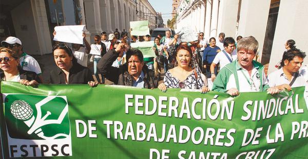 La Federación de Trabajadores de la Prensa de Santa Cruz marchó el viernes contra este proceso