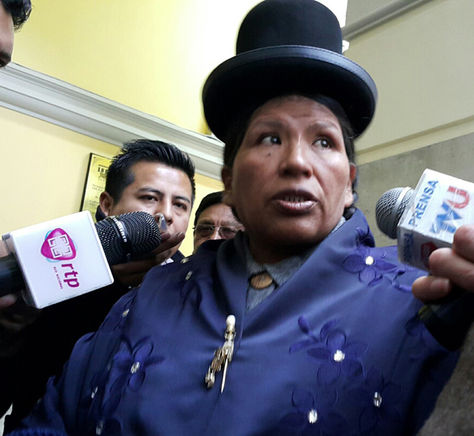 La magistrada Cristina Mamani en declaraciones a los medios. Foto: La Razón