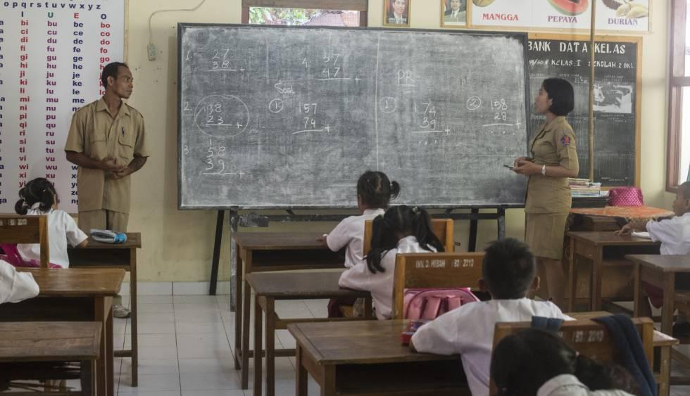 Wisnu Giri (izquierda) es el coordinador pedagógico en