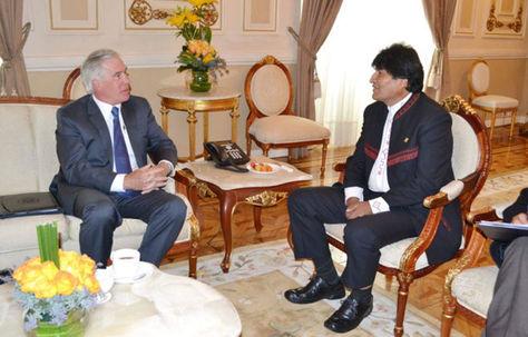Brennan y Morales en Palacio de Gobierno en 2015