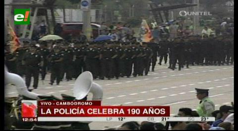 La Policía boliviana celebra 190 años de aniversario en el Cambódromo