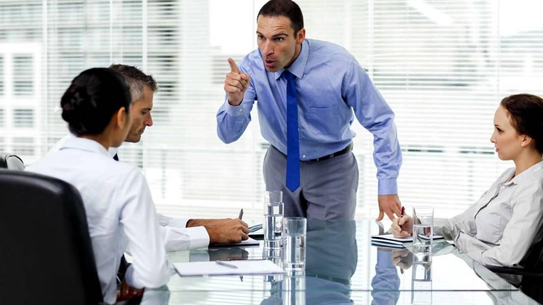 Foto: Jefe, cuidadito con ponerte chulo que tus trabajadores pueden ir en tu contra sin que te des cuenta. (iStock)