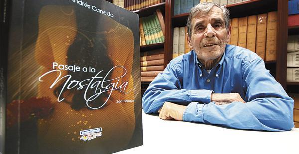 Canedo es profesor de literatura en el colegio Cambridge. Tiene varios escritos