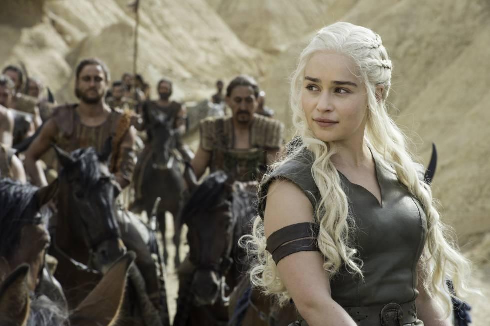 Emilia Clarke, que interpreta a Daenerys Targaryen, reina de dragones.
