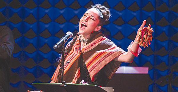 con fama,           bien ganada ha sido preseleccionada para los grammy en años anteriores El 9 de julio llevará a Los Ángeles su música, cantando en inglés, español y quechua