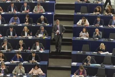 El europarlamentario británico Nigel Farage durante una sesión plenaria del Parlamento Europeo, en Estrasburgo.  EFE