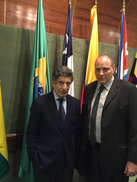 El embajador boliviano en Uruguay y representante del país ante la Aladi, Benjamín Blanco, junto con el secretario general del bloque, Carlos Chacho Álvarez.