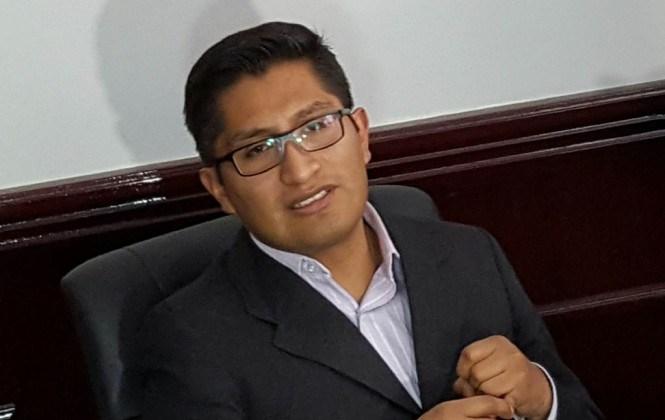 Fiscal analiza revisar títulos de funcionarios del Ministerio Público