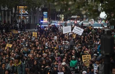 San Francisco. En esta ciudad de California también hubo protestas contra la reciente ola de ataques de policías a jóvenes negros. /AFP
