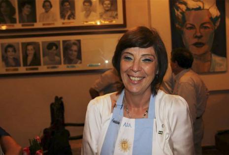 Patricia Gayraud. Hace 25 años que dejó la provincia de Buenos Aires con su esposo Raúl Corvalán. En casa mantienen las costumbres en las comidas. Considera que después de tanto tiempo se han entremezclado las culturas en su vida