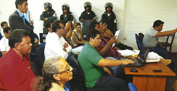 Candidatos y delegados estuvieron expectantes para cuidar los votos de las actas