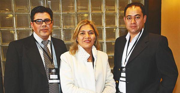ENTRE LOS PRESENTES Miguel García, Renny Heredia y Fernando Román, compartiendo