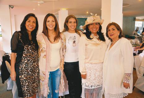 ENTRE CHICAS ES MÁS DIVERTIDO. María Eugenia Contreras, Noelia Vincenti, Rosa María Jordán, Marcia Contreras y Adela de Contreras