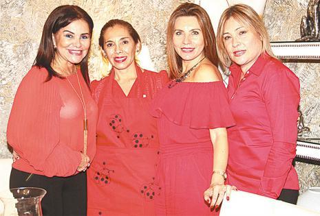 AMIGAS. Ingrid Nagel, Anita Muriel (dueña de casa), Linda Figueroa y Ariadne Carrillo