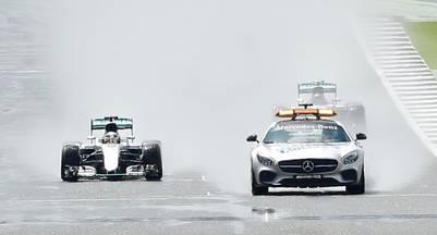 El auto de seguridad lideró la fila india en las primeras vueltas. (Reuters)