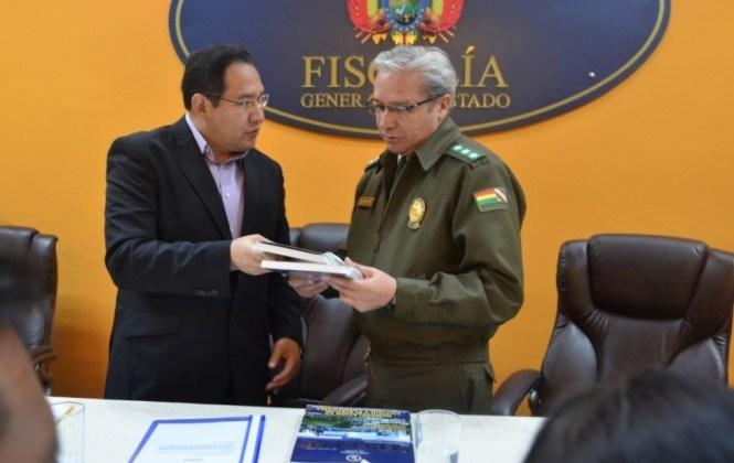 Fiscal entrega directrices para atención de casos de violencia contra la mujer y feminicidios