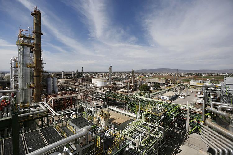 Vista de la refinería de Pemex ubicada en la ciudad de Salamanca, en el estado de Guanajuato, México.