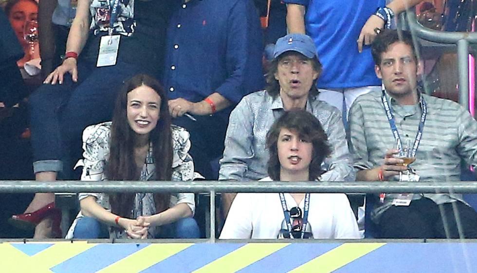 Mick Jagger, con algunos de sus hijos en la final de la Eurocopa de fútbol.