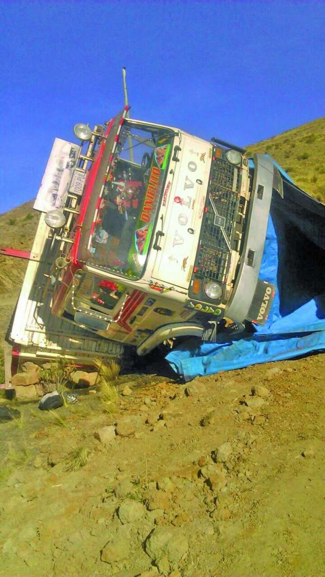 Reportan siete muertos en accidente de camión en el norte potosino