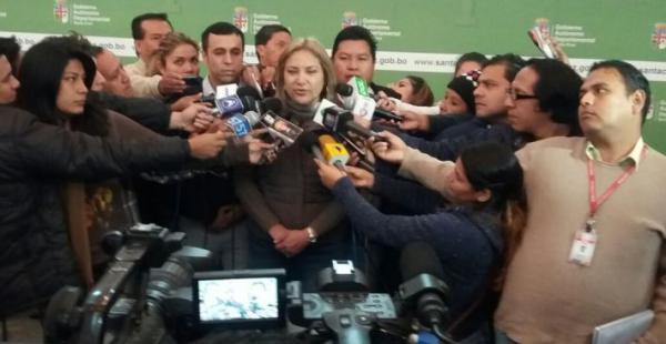 La presidenta de la Asamblea, Kathia Quiroga, explica el proceso de aprobación del estatuto