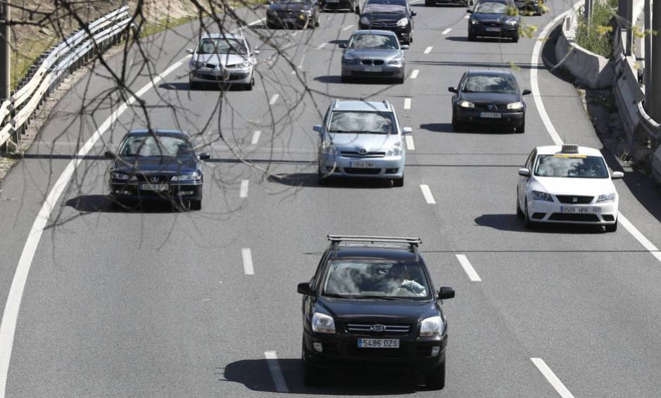Si dejas el coche un día en casa no te va a pasar nada (Efe)