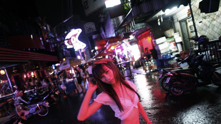 Bailarina tailandesa en las calles de Bangkok