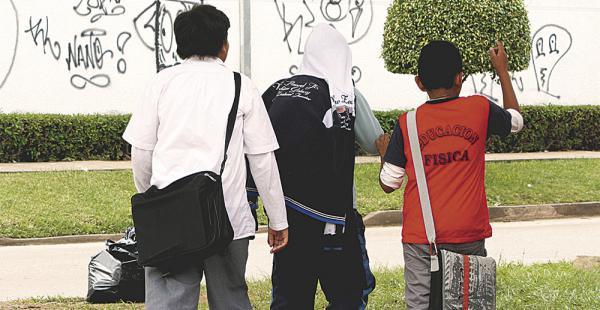 La Policía trabaja con los jóvenes en las escuelas de todo el país para prevenir el consumo de drogas