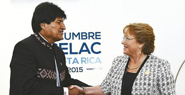 Los presidentes de Bolivia, Evo Morales, y de Chile, Michelle Bachelet, se reunieron en enero