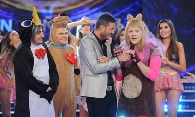 Marcelo Tinelli junto a los participantes de Gran Cuñado, sin la presencia del personaje que imita a Mauricio Macri.