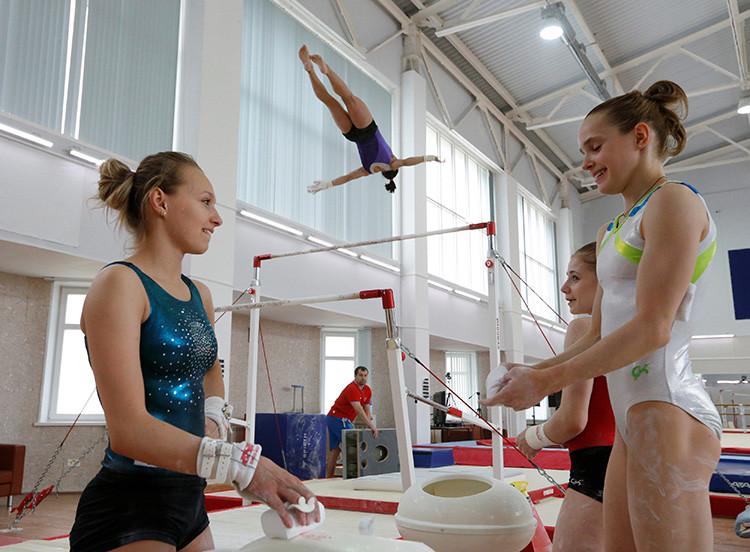 Las gimnastas rusas se entrenan para las Olimpiadas