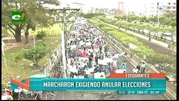 Conflicto Uagrm: Universitarios marcharon exigiendo la anulación de las elecciones