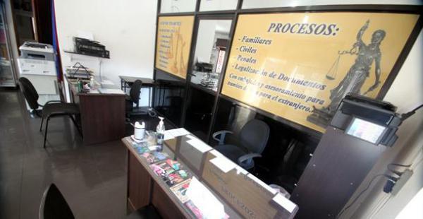 Este estudio jurídico está ubicado en la calle Andrés Ibáñez y 21 de Mayo