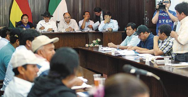 El ministro de Defensa analizó las demandas de los municipios de Santa Cruz afectados por la sequía