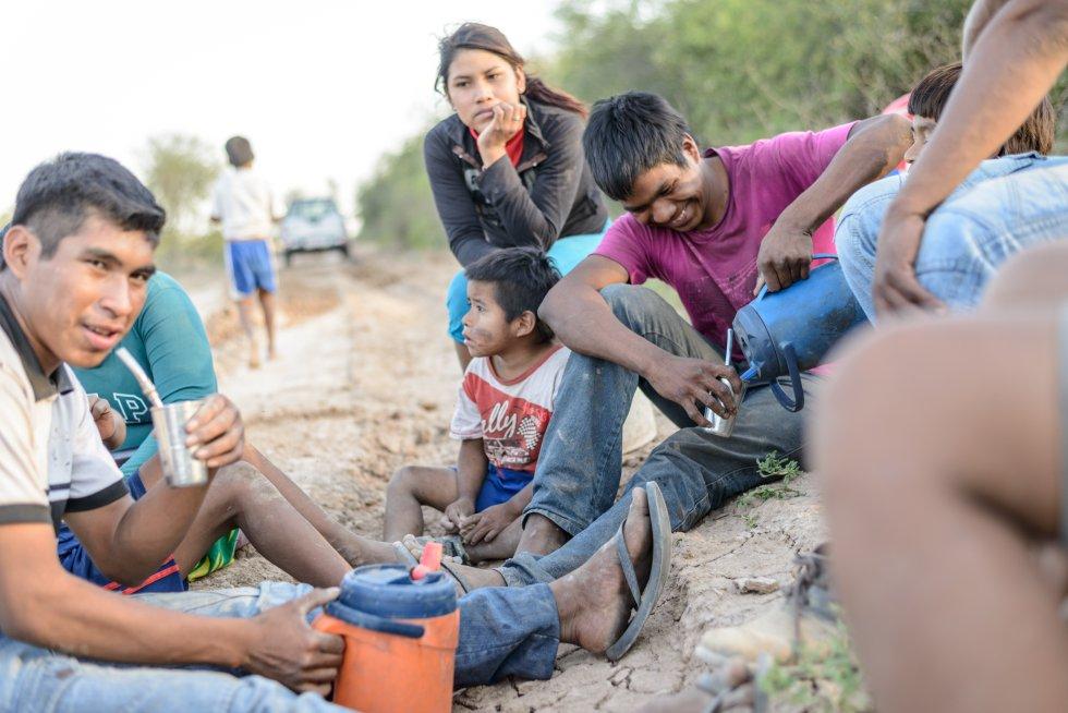 Los Ayoreo Totobiegosode de Paraguay, entienden que tanto la posesión de sus tierras y territorios como el cuidado y gestión sustentable de sus bosques es condición necesaria para la vida y pervivencia cultural. Esto es base ineludible de su seguridad y soberanía alimentaria, algo esencial en el trabajo de la ONG española Manos Unidas que apoya el trabajo de la asociación GAT (Gente, ambiente y territorio) de Paraguay.rn