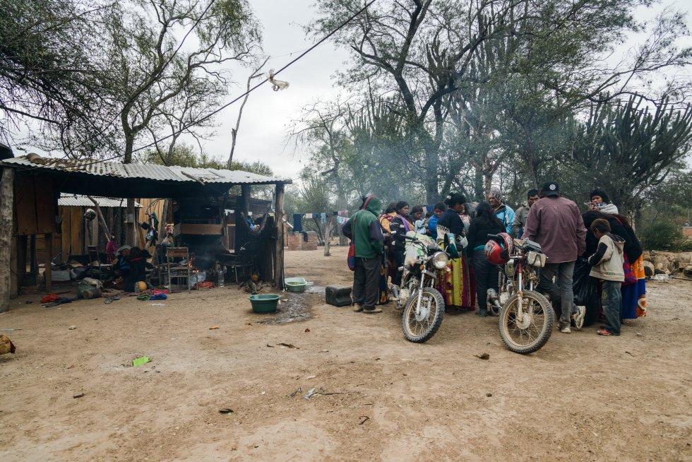 """En septiembre de 2015 el proyecto """"Apoyo organizativo, educativo y sanitario para población indígena Ayoreo"""" financiado por Manos Unidas, tuvo como beneficiarias a las comunidades Ayoreo Totobiegosode Aocojadi y Chaidi del Alto Paraguay, Chaco, y a su organización OPIT. El valor de esta cooperación se relaciona al apoyo brindado a las comunidades indígenas en sus esfuerzos por mejorar sus condiciones de vida, ejerciendo sus derechos, en especial los que están directamente vinculados a la defensa de sus tierras. rn"""