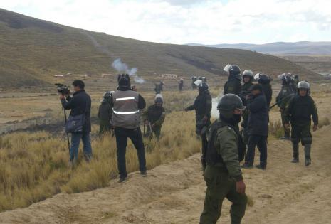 Policías desplegados en el sector.