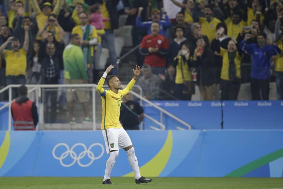 Neymar, al marcar su gol a Colombia.