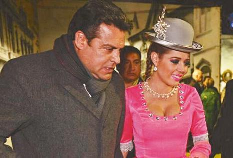 ESPOSOS. Luis Revilla, alcalde de la ciudad de La Paz, acompaña a Maricruz Ribera en sus actividades sociales. Ella asegura que no le interesa la política