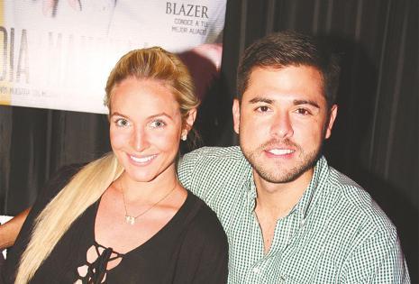 DISFRUTARON  DE LA VELADA A la izquierda, la linda pareja María Claudia Velasco y Jorge Calvo