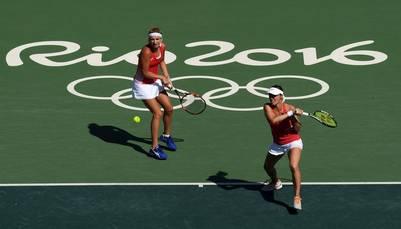 Martina Hingis, medalla de plata a los 35 años junto a Timea Bacsinszky (Reuters)