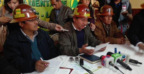 El dirigente de los cooperativistas de la sede de Gobierno exigen que salgan de la cárcel los 10 detenidos.