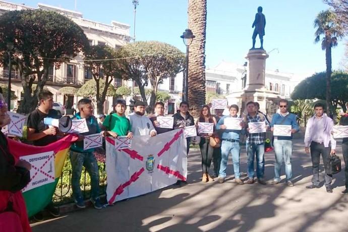 PREVIA. Un movimiento ciudadano-estudiantil universitario se reunió ayer, en la plaza 25 de Mayo