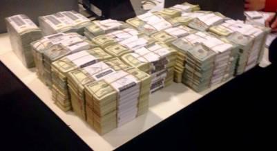 Los 4,6 millones de dolares secuestrados en una caja de seguridad de Florencia Kirchner.