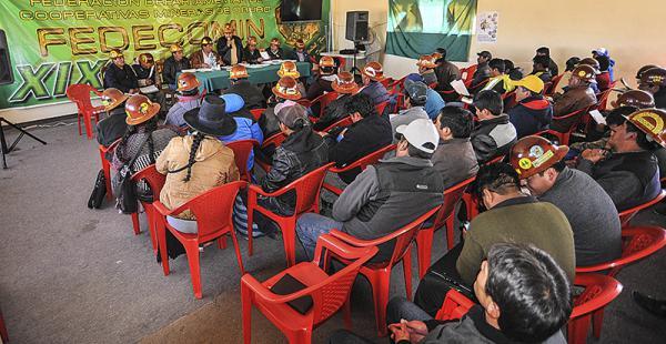 El ampliado en Oruro determinó medidas de presión, aún no reveladas, si hasta el jueves sus compañeros no son liberados